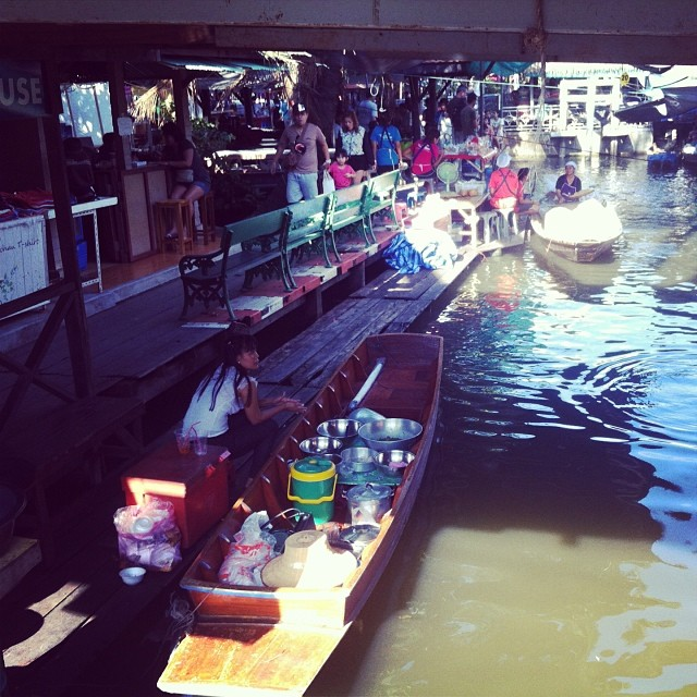 Плавучий рынок Taling Chan