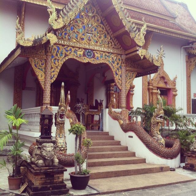 Один из многочисленных храмов Чианг Мая