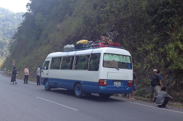Наш груженный людьми и рисом автобус